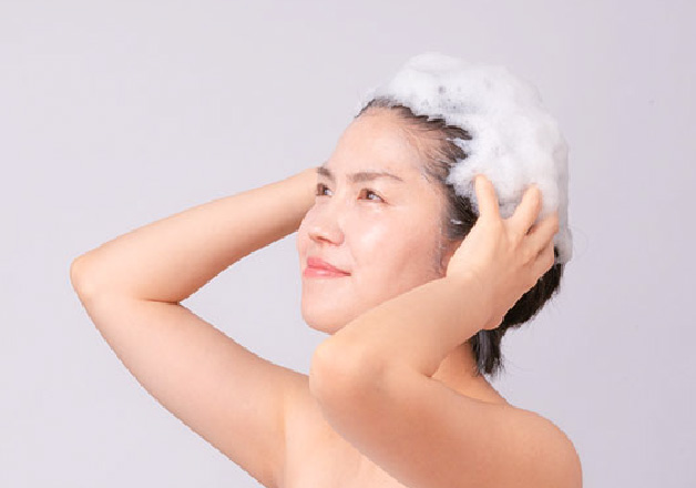 うるおいをたっぷり含んだ生クリームのような泡で優しく洗う